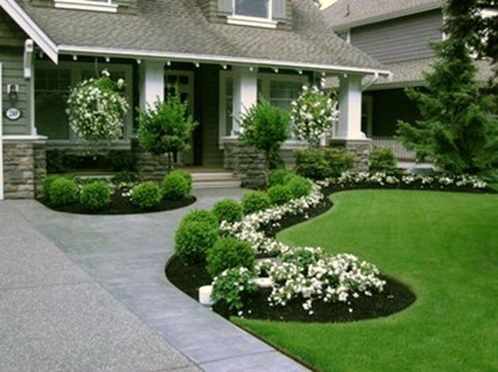 Beautiful Flower Beds Design Ideas In Front Of House 31