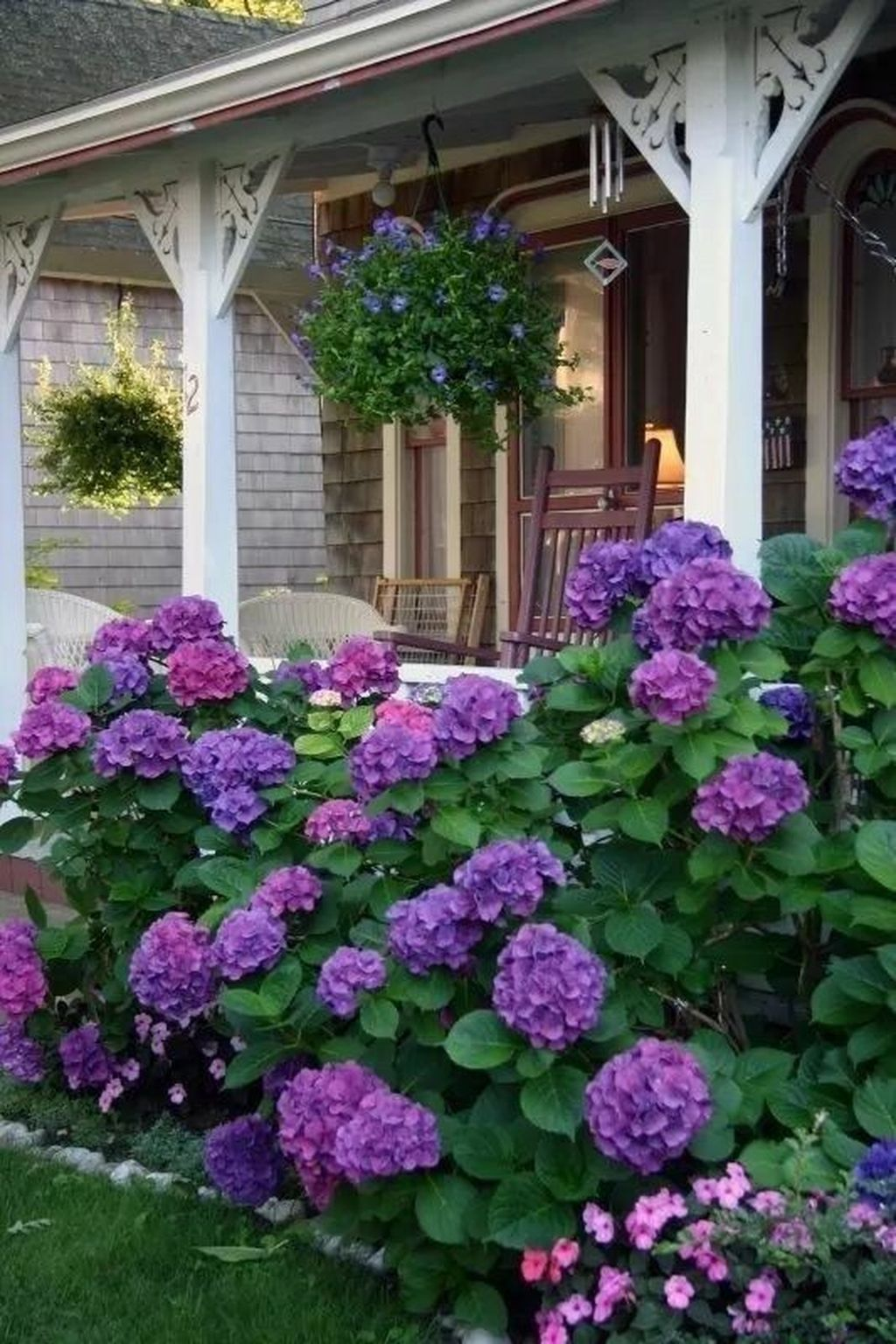 Beautiful Flower Beds Design Ideas In Front Of House 34