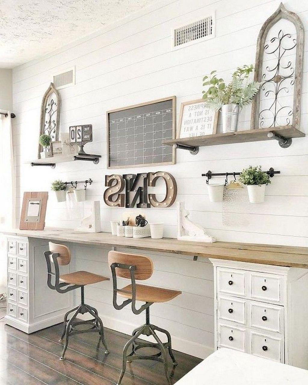 Gorgeous Vintage Farmhouse Office Decorating Ideas 32