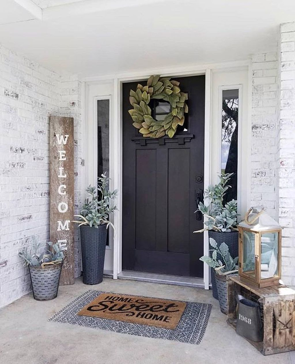 Inspiring Farmhouse Front Porch Decor Ideas 04