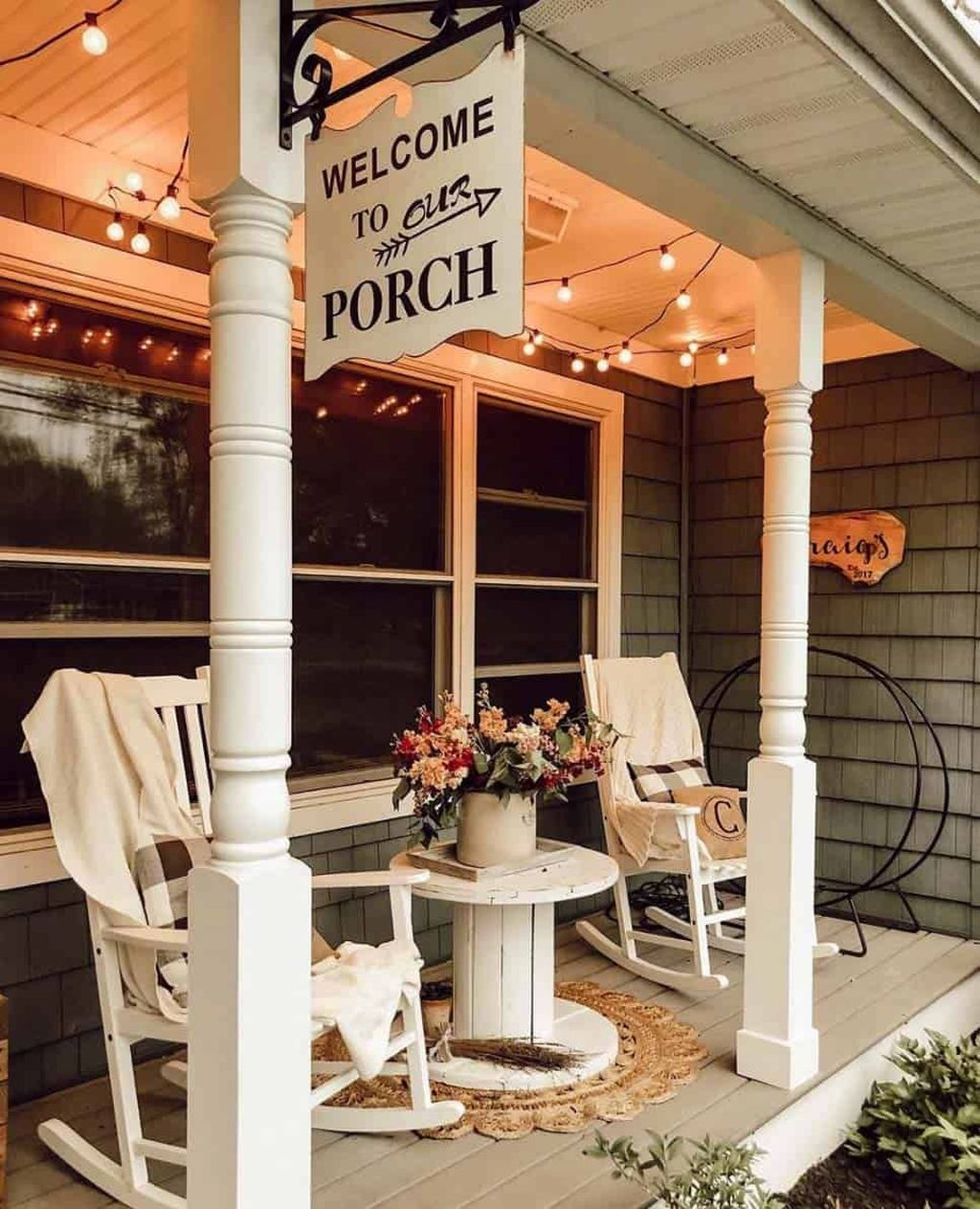 Inspiring Farmhouse Front Porch Decor Ideas 08