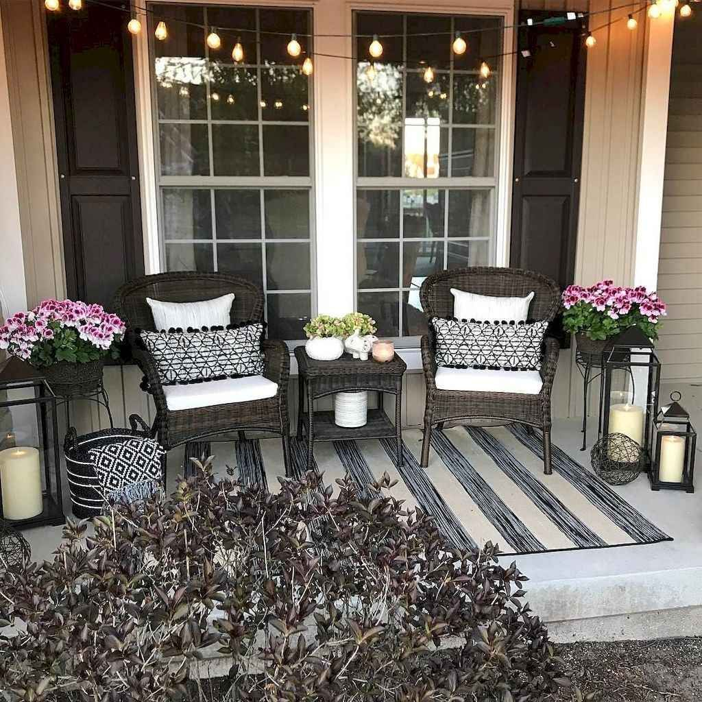 Inspiring Farmhouse Front Porch Decor Ideas 12
