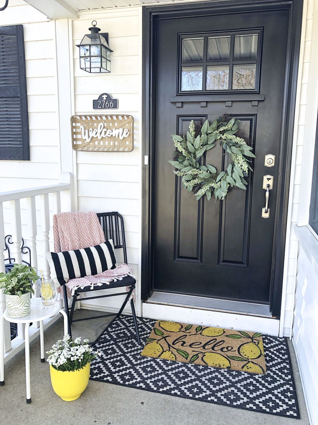 Inspiring Farmhouse Front Porch Decor Ideas 16