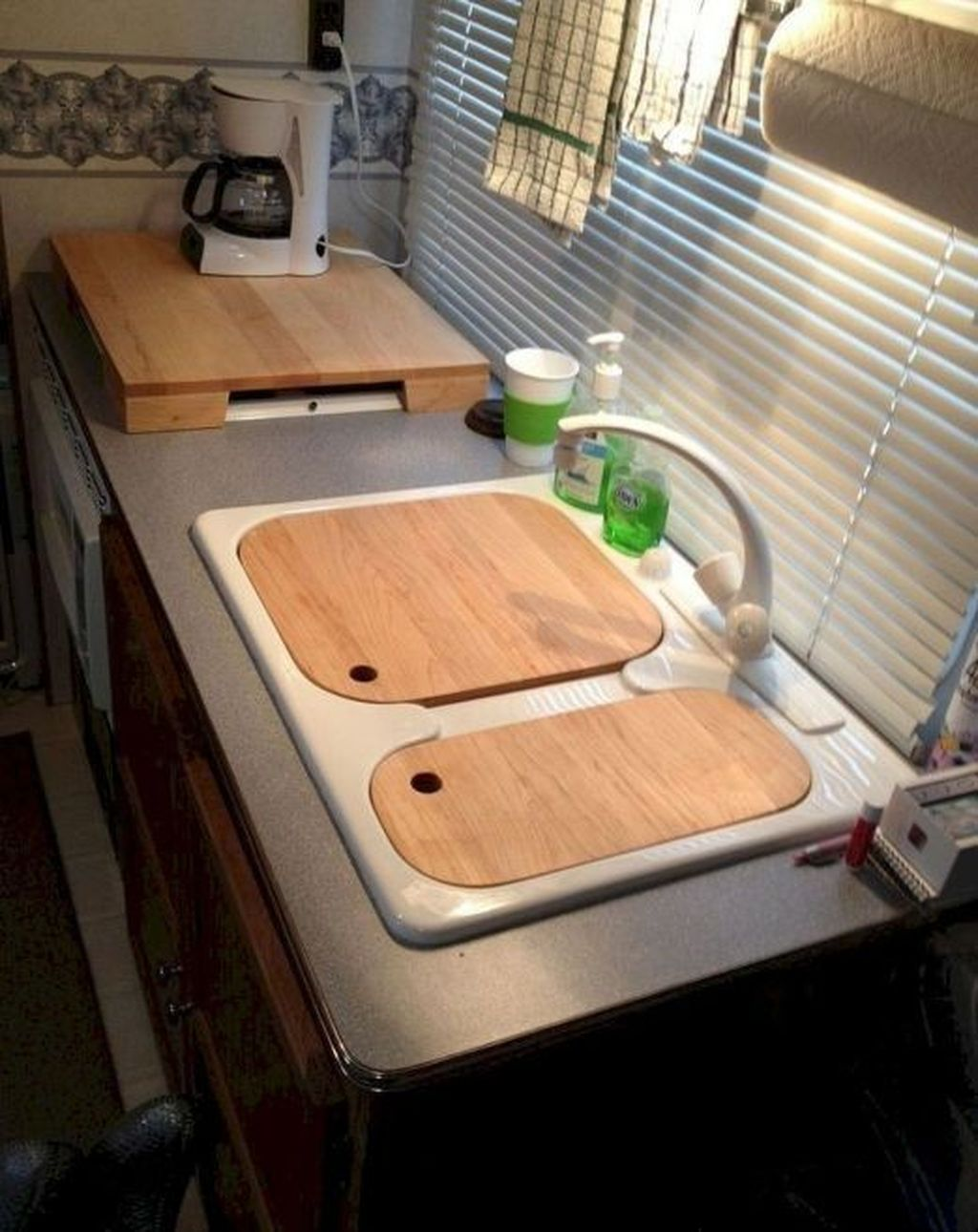Inspiring RV Kitchen Design And Decor Ideas 05