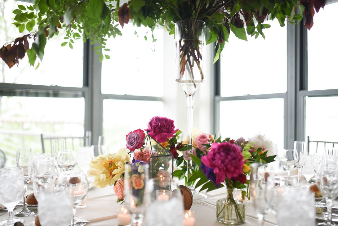 Lovely Bud Vase Centerpiece Decor Ideas For Your Dining Table 28