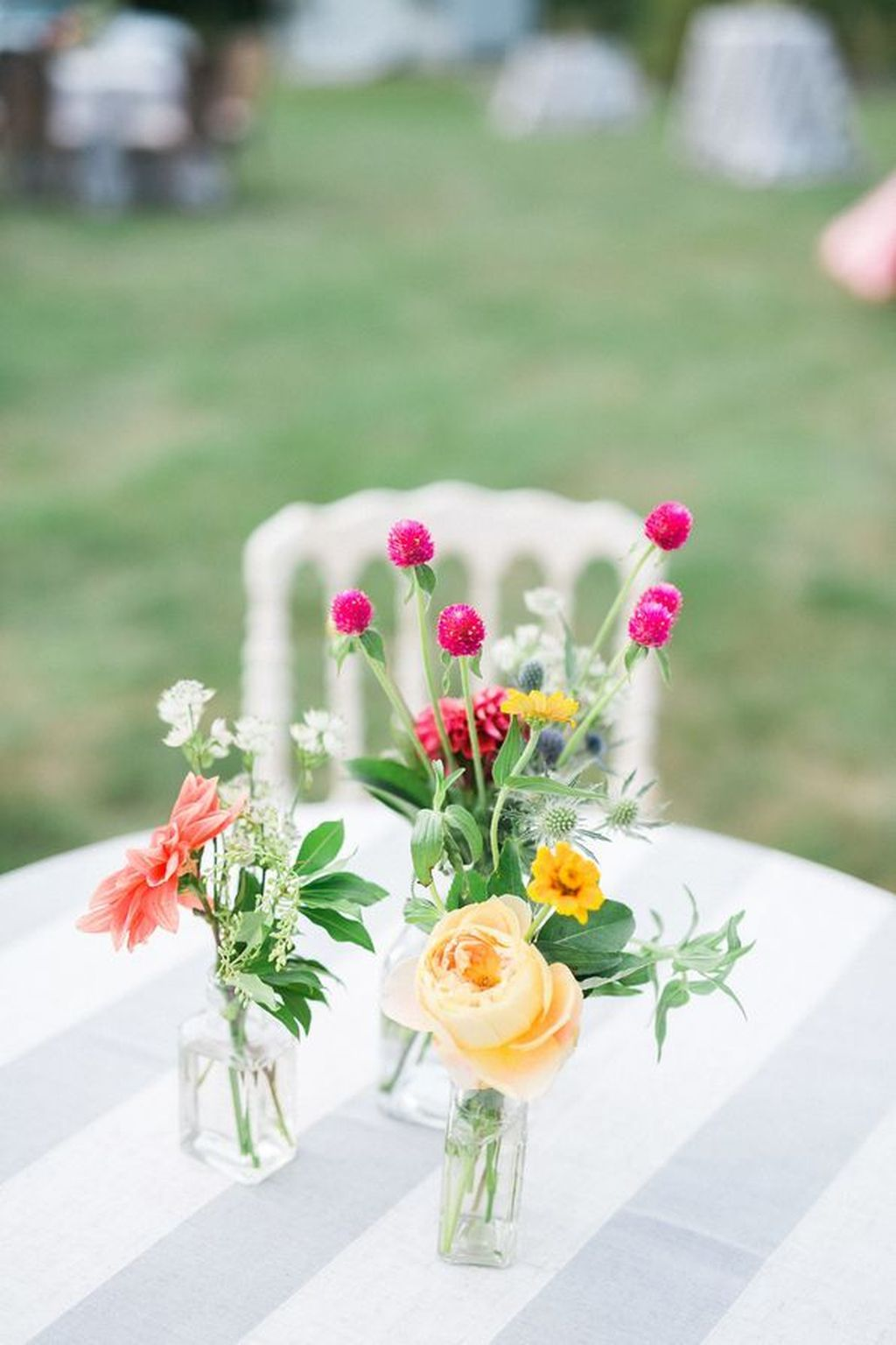 Lovely Bud Vase Centerpiece Decor Ideas For Your Dining Table 33