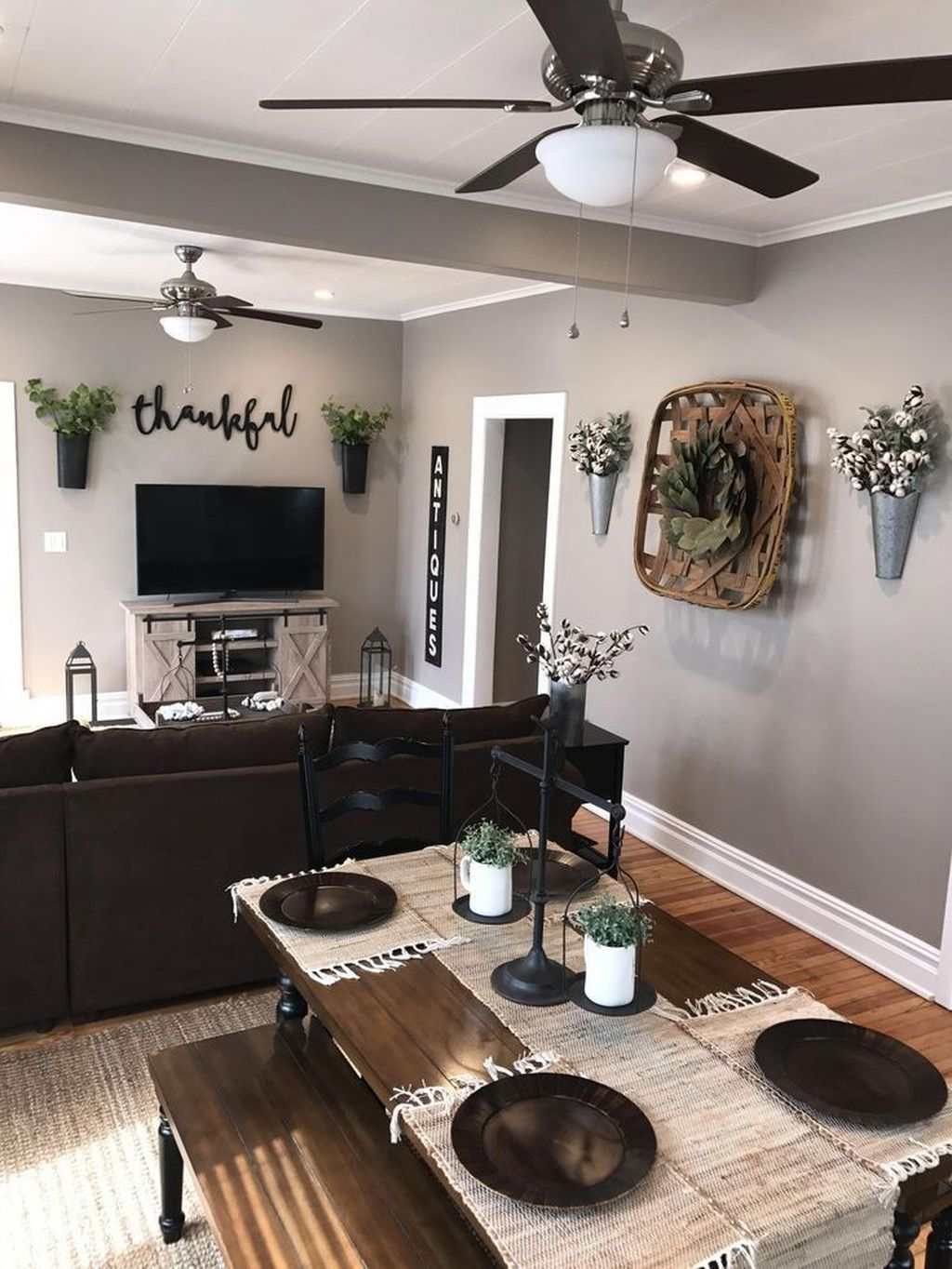Lovely Family Dining Room Design And Decor Ideas 02