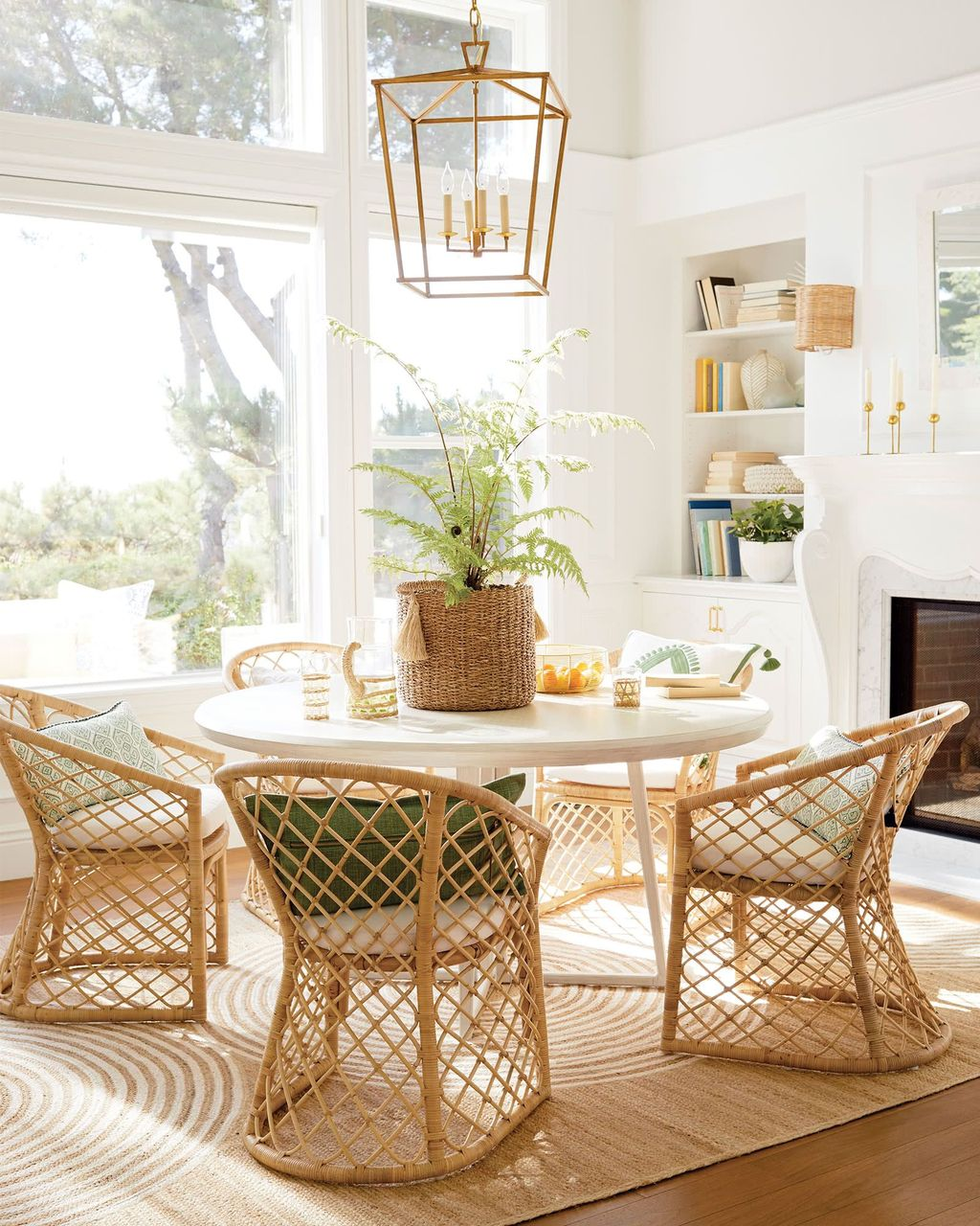 Lovely Family Dining Room Design And Decor Ideas 12