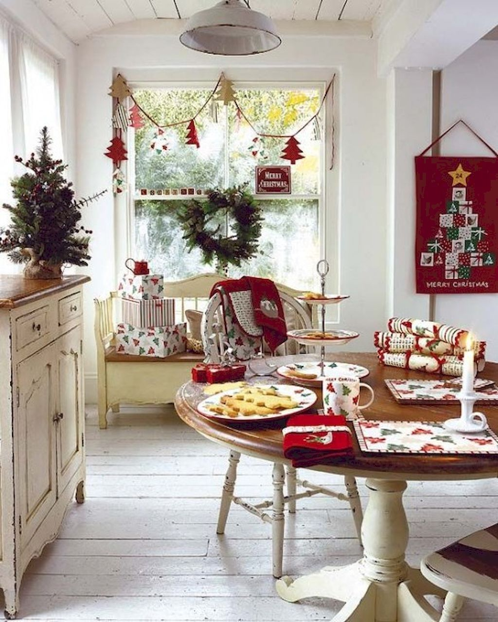 Lovely Family Dining Room Design And Decor Ideas 31