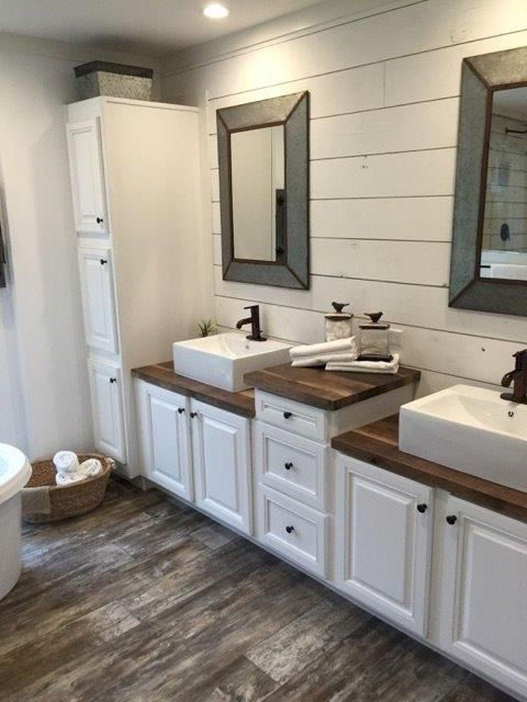 Lovely Farmhouse Bathroom Design Ideas 11