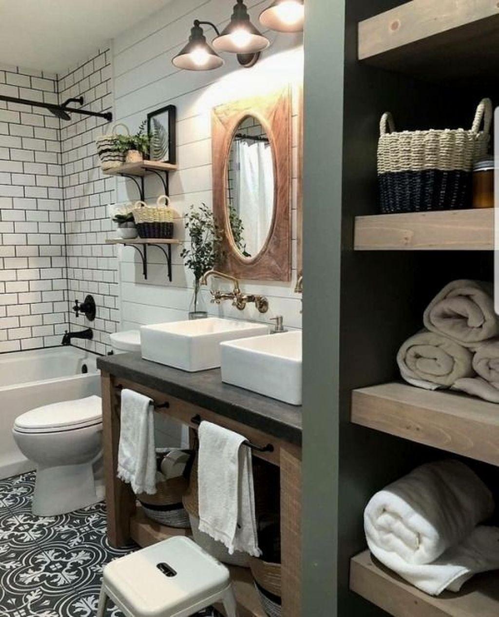 Lovely Farmhouse Bathroom Design Ideas 16