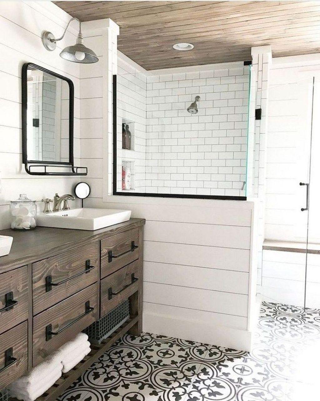 Lovely Farmhouse Bathroom Design Ideas 33