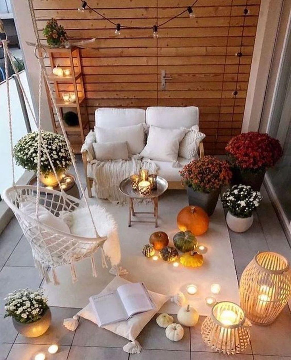 34 The Best Apartment Balcony Decor Ideas For Fall Season ...