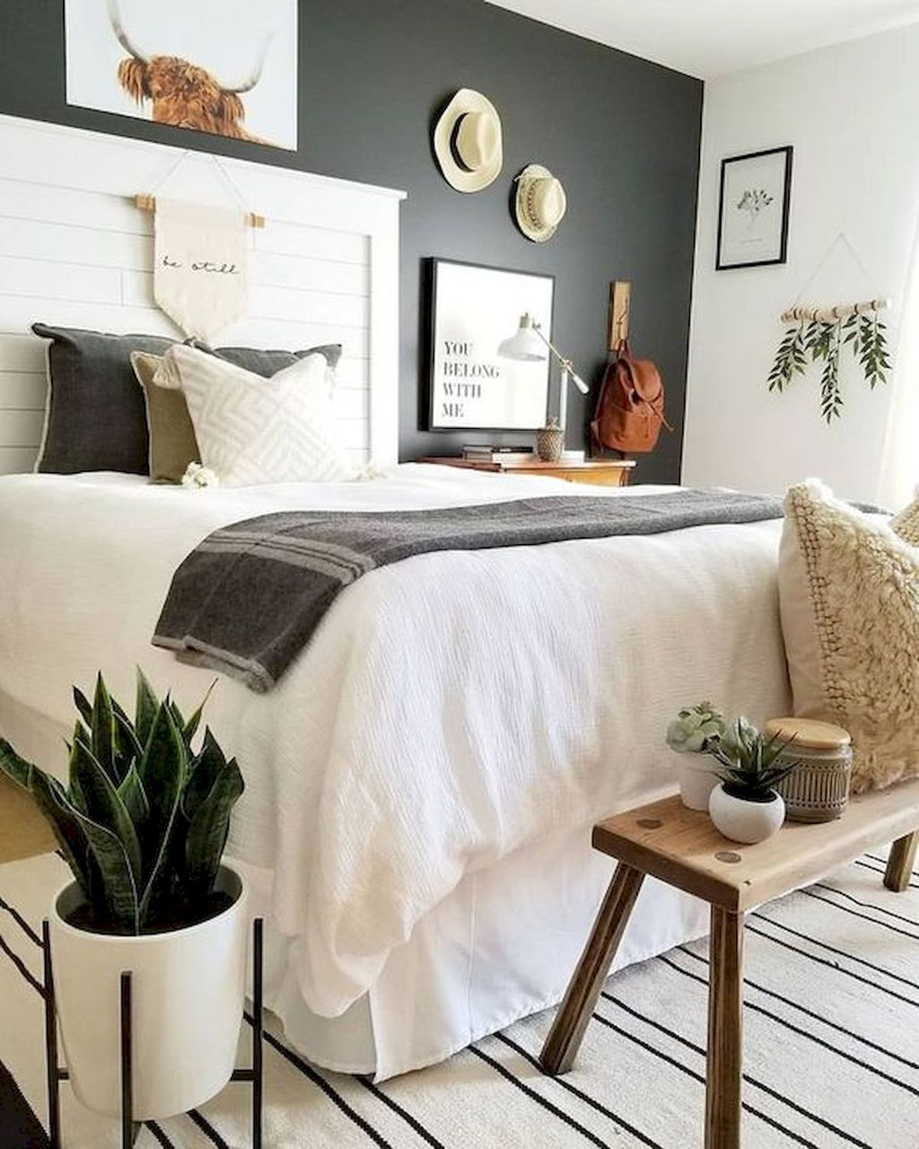Wonderful Farmhouse Bedroom Decoration Ideas 17