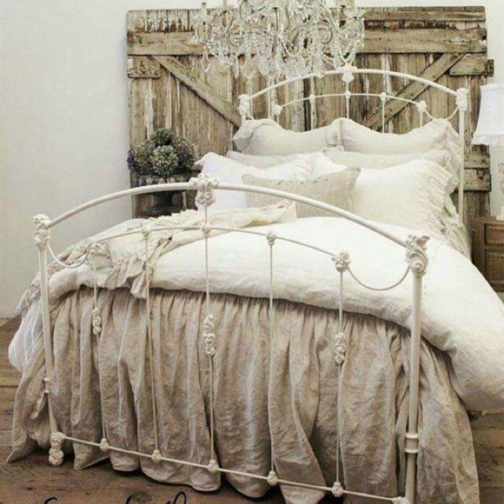 Wonderful Farmhouse Bedroom Decoration Ideas 19