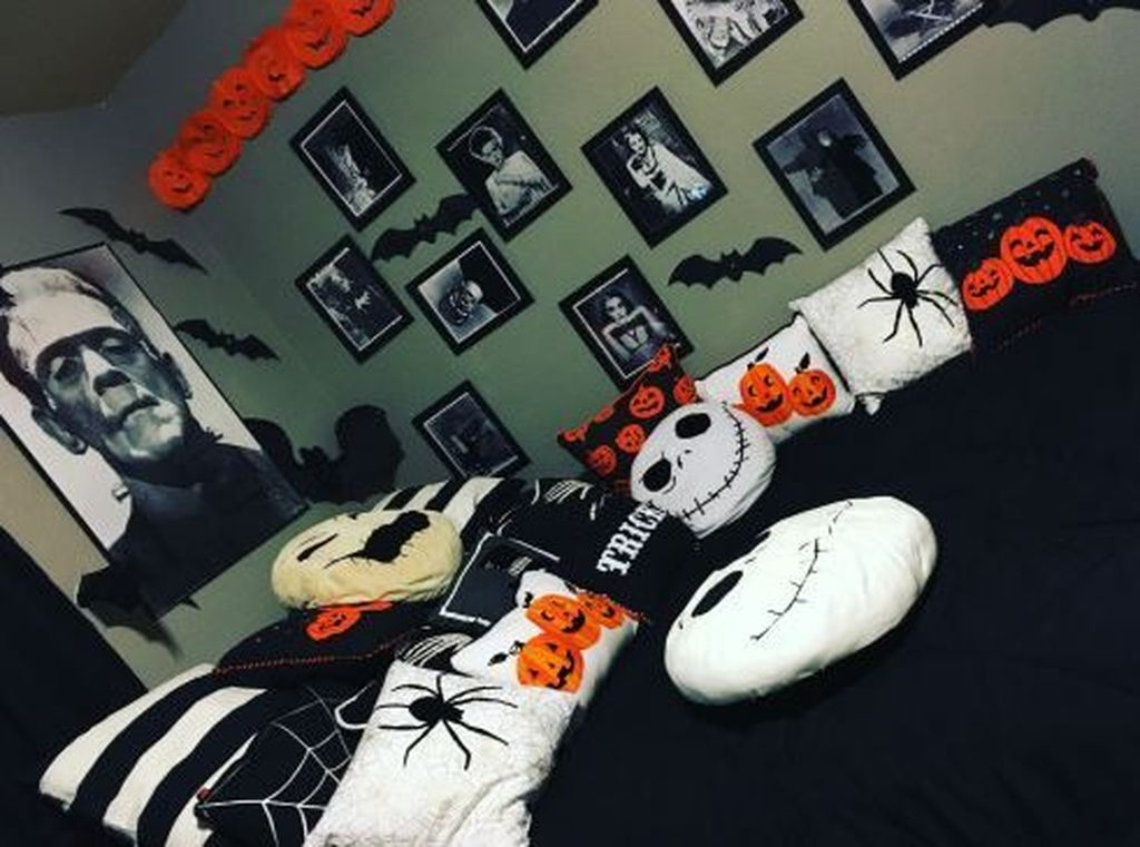 Amazing Bedroom Decoration Ideas With Halloween Theme 05