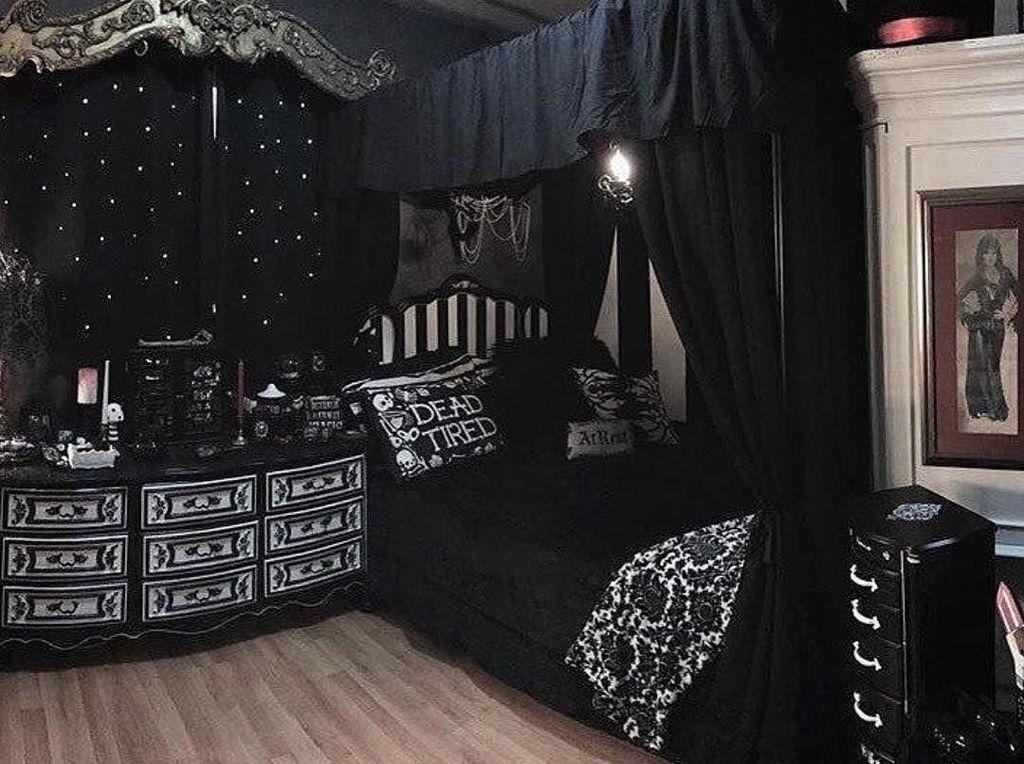 Amazing Bedroom Decoration Ideas With Halloween Theme 22