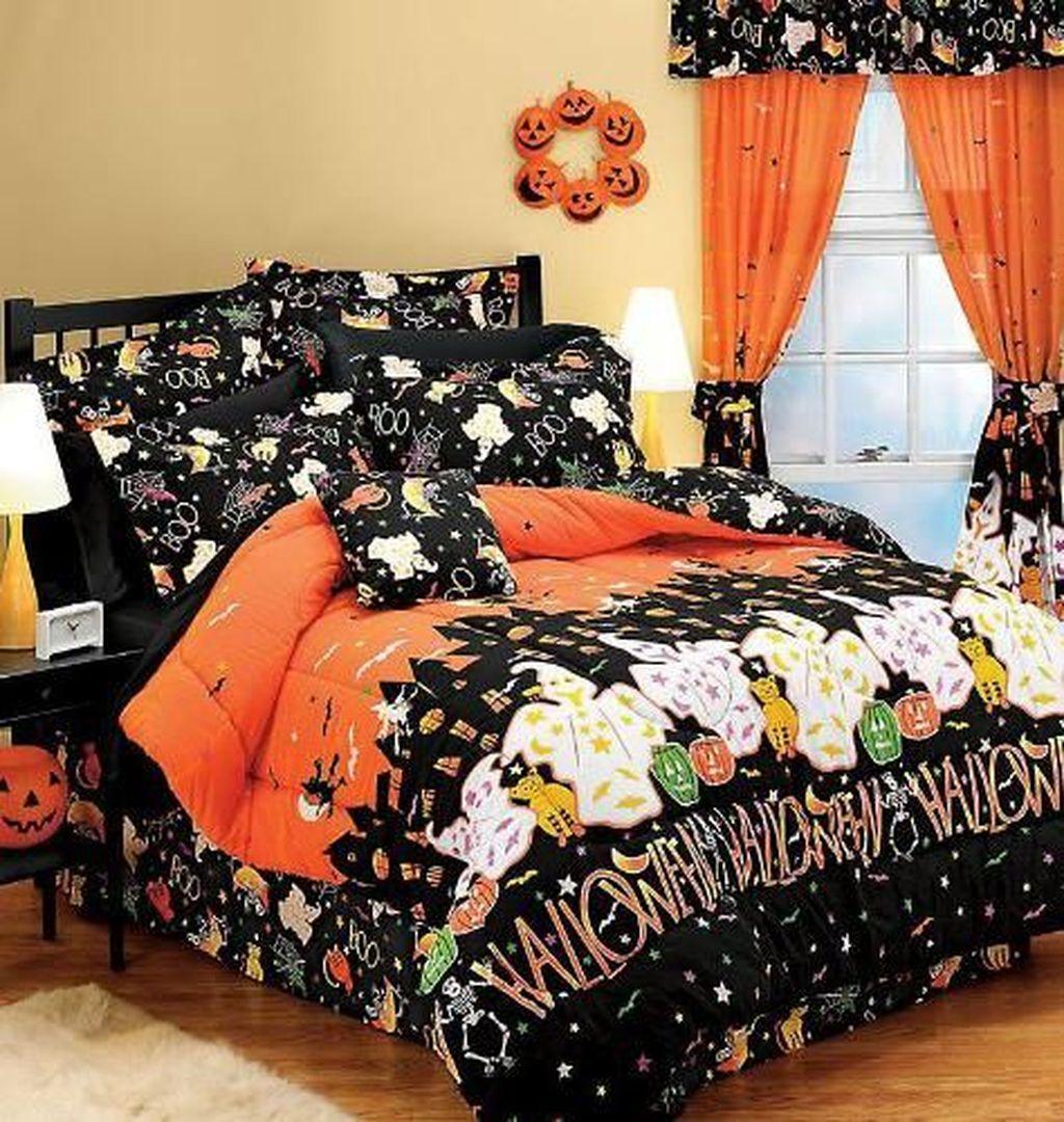 Amazing Bedroom Decoration Ideas With Halloween Theme 23