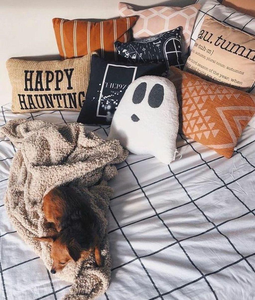 Amazing Bedroom Decoration Ideas With Halloween Theme 29