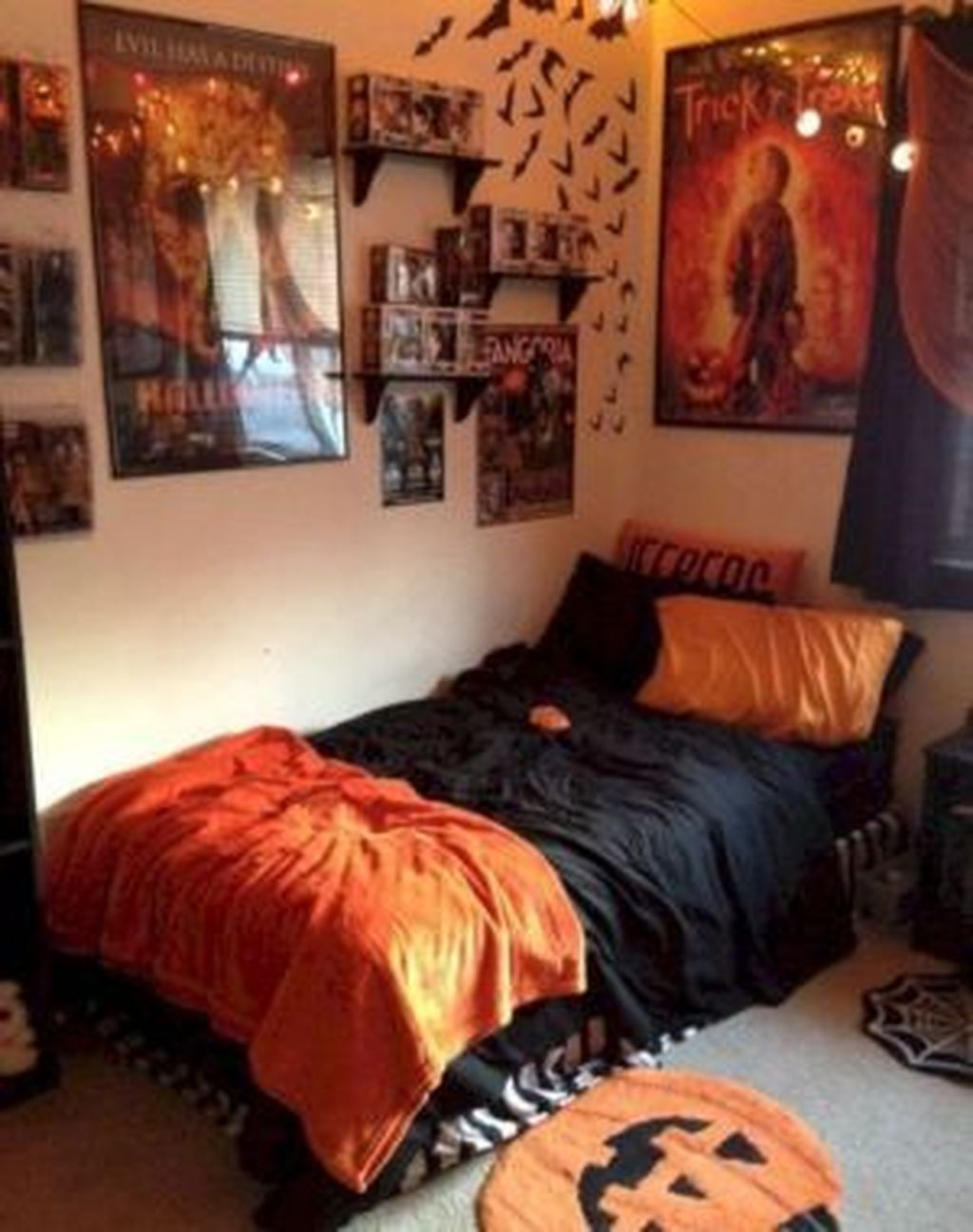Amazing Bedroom Decoration Ideas With Halloween Theme 34