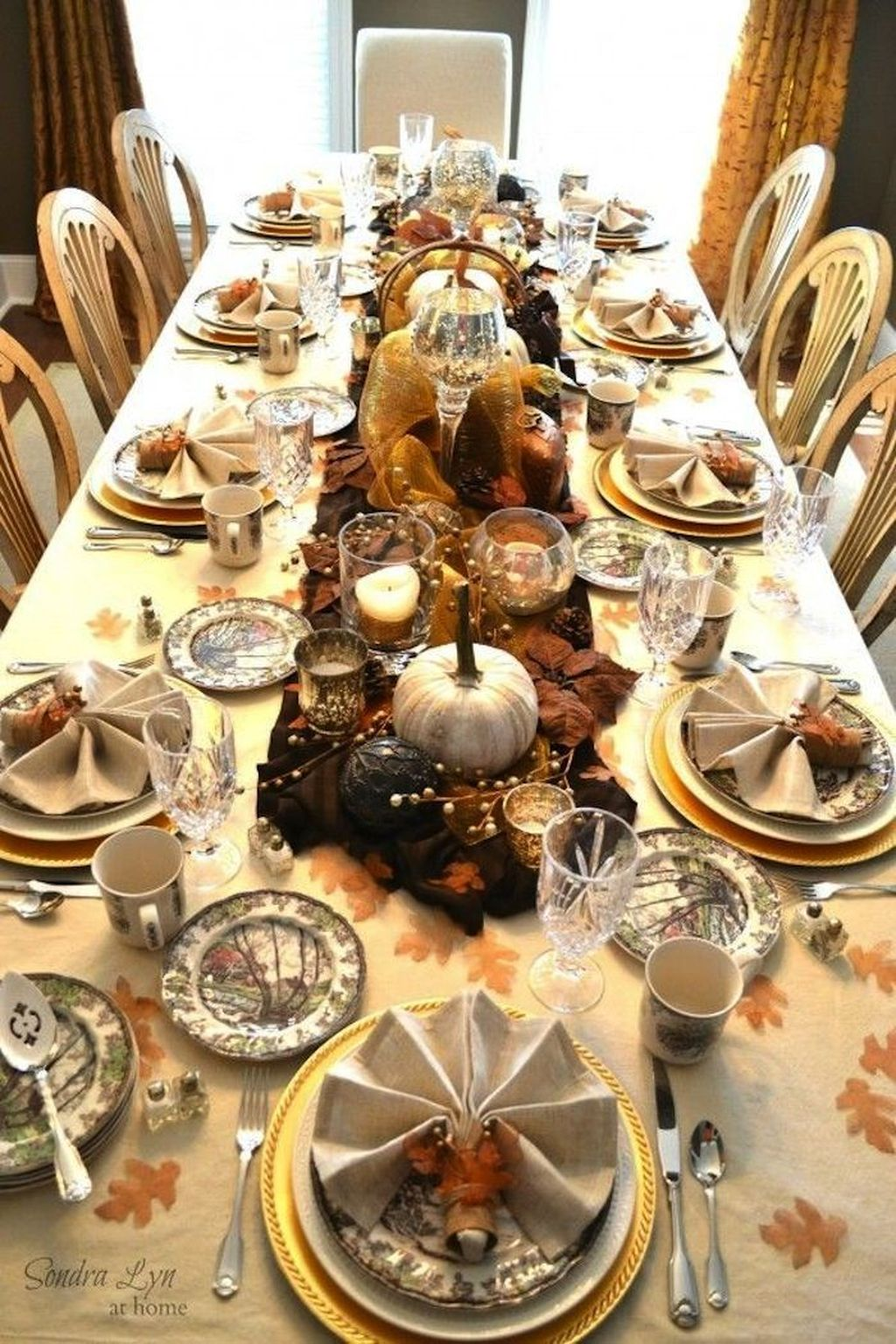 Fabulous Halloween Theme Dining Table Decor Ideas 02