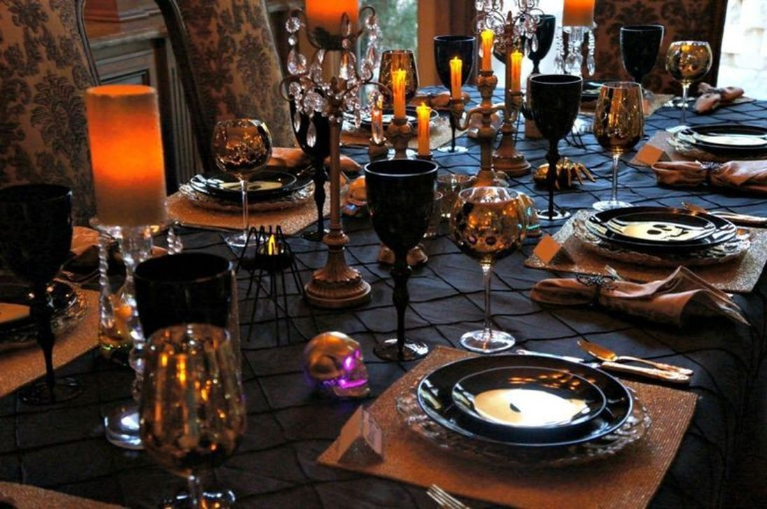 Fabulous Halloween Theme Dining Table Decor Ideas 15