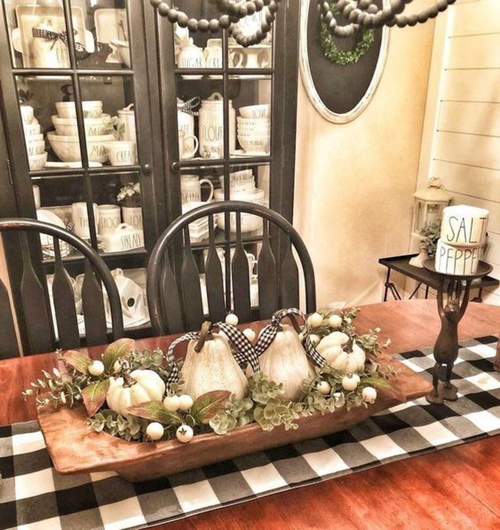 Fabulous Halloween Theme Dining Table Decor Ideas 17
