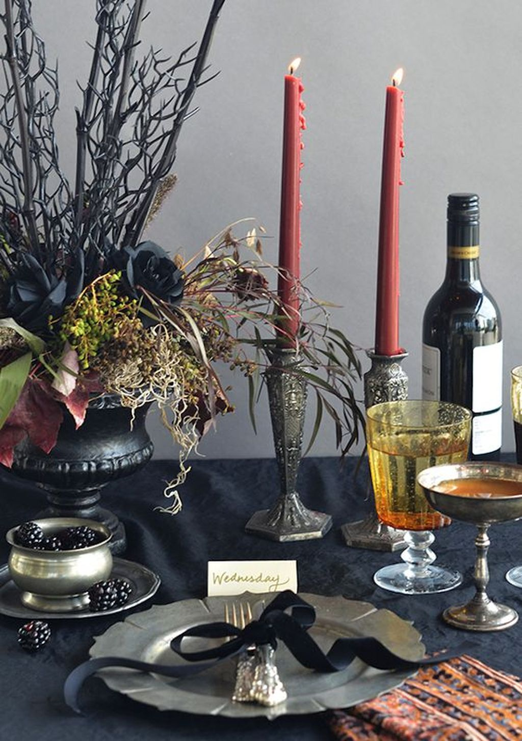 Fabulous Halloween Theme Dining Table Decor Ideas 20