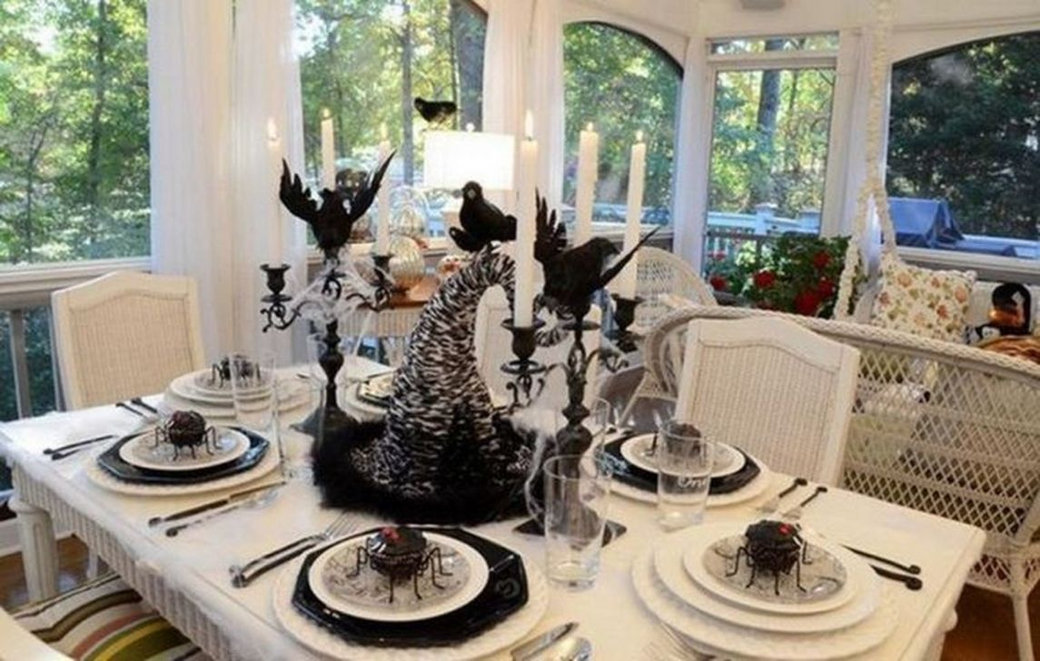 Fabulous Halloween Theme Dining Table Decor Ideas 27