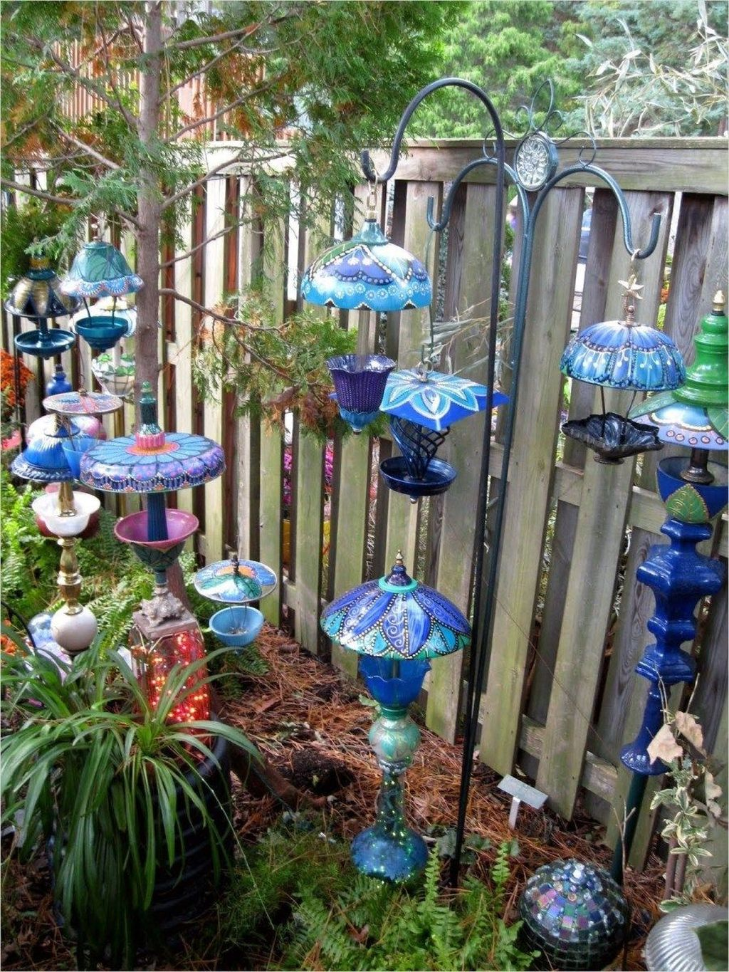Inspiring Garden Lamps Ideas For Outdoors Decor 04