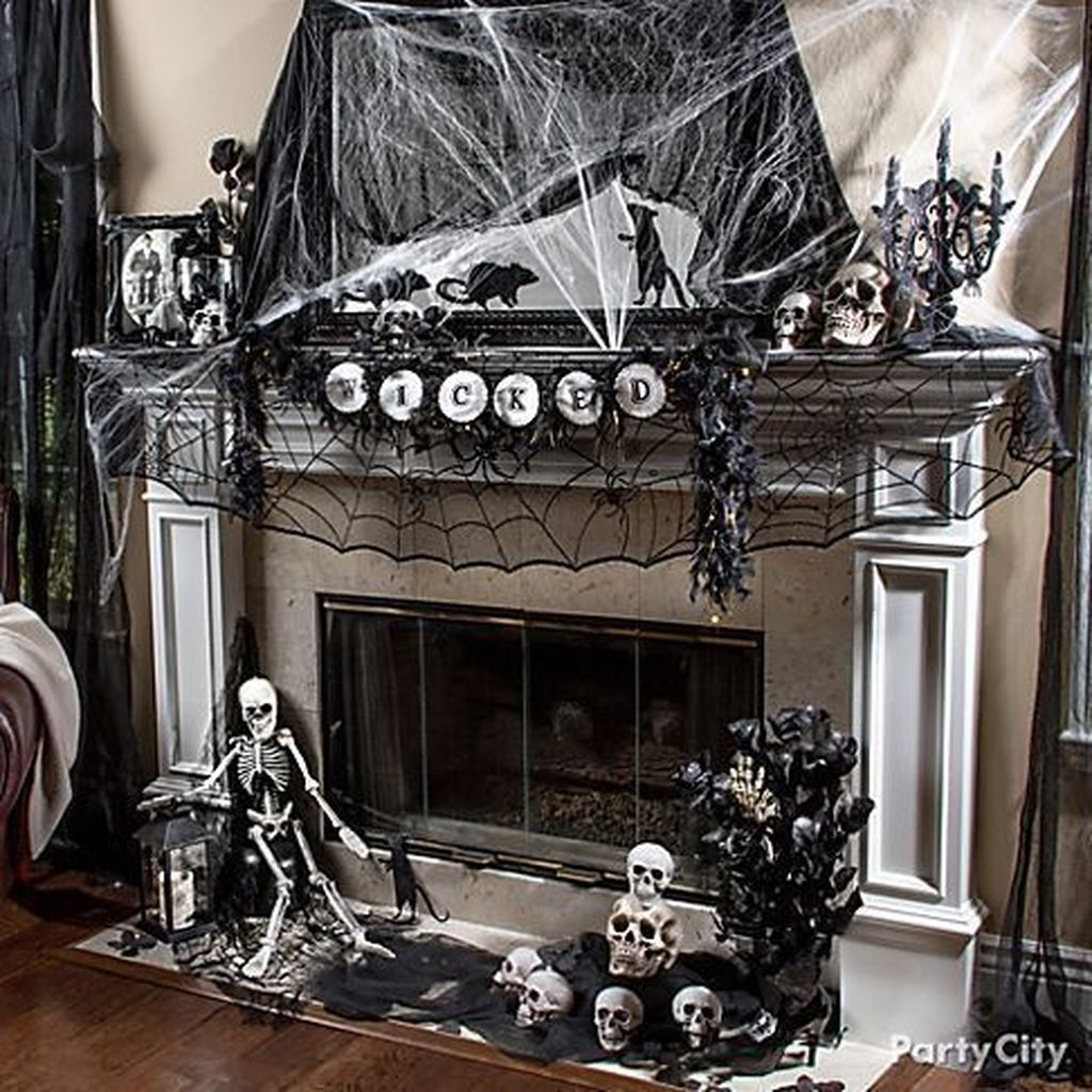 Stunning Black And White Halloween Decor Ideas For Your Home 01