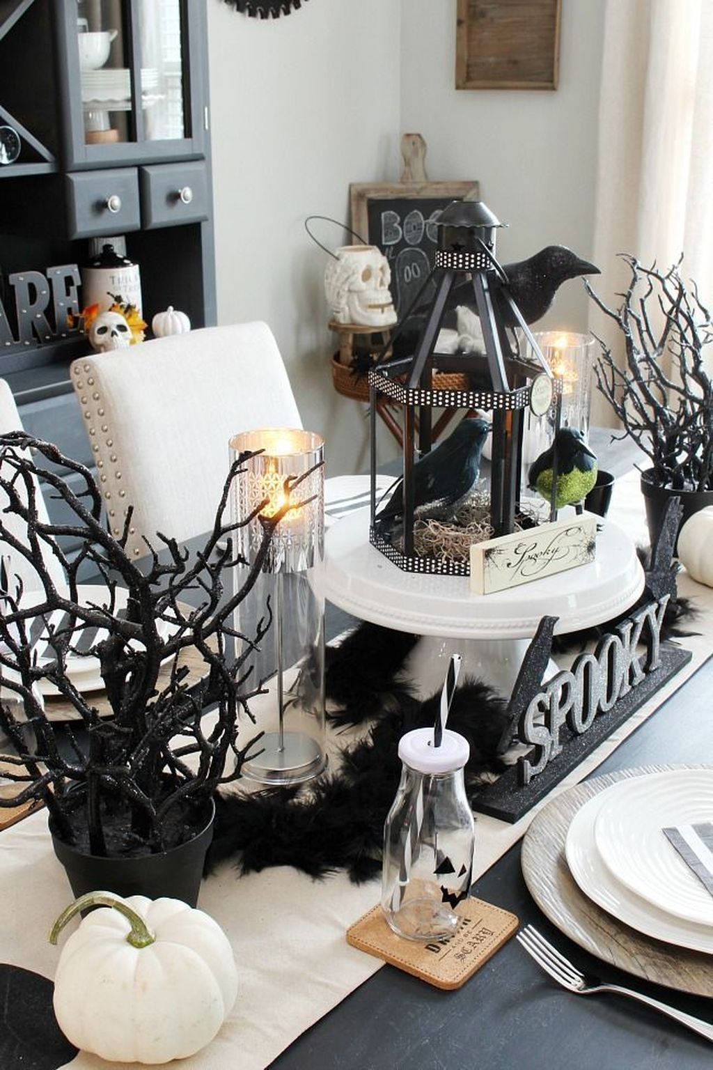 Stunning Black And White Halloween Decor Ideas For Your Home 03