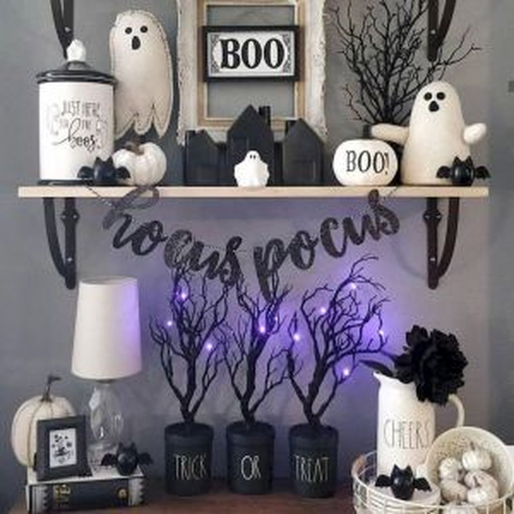 Stunning Black And White Halloween Decor Ideas For Your Home 04