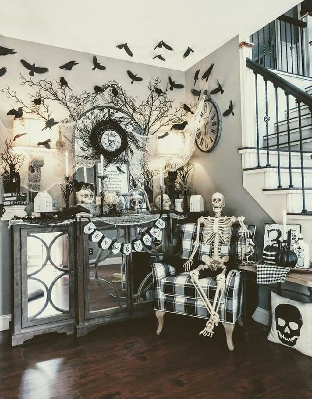 Stunning Black And White Halloween Decor Ideas For Your Home 05