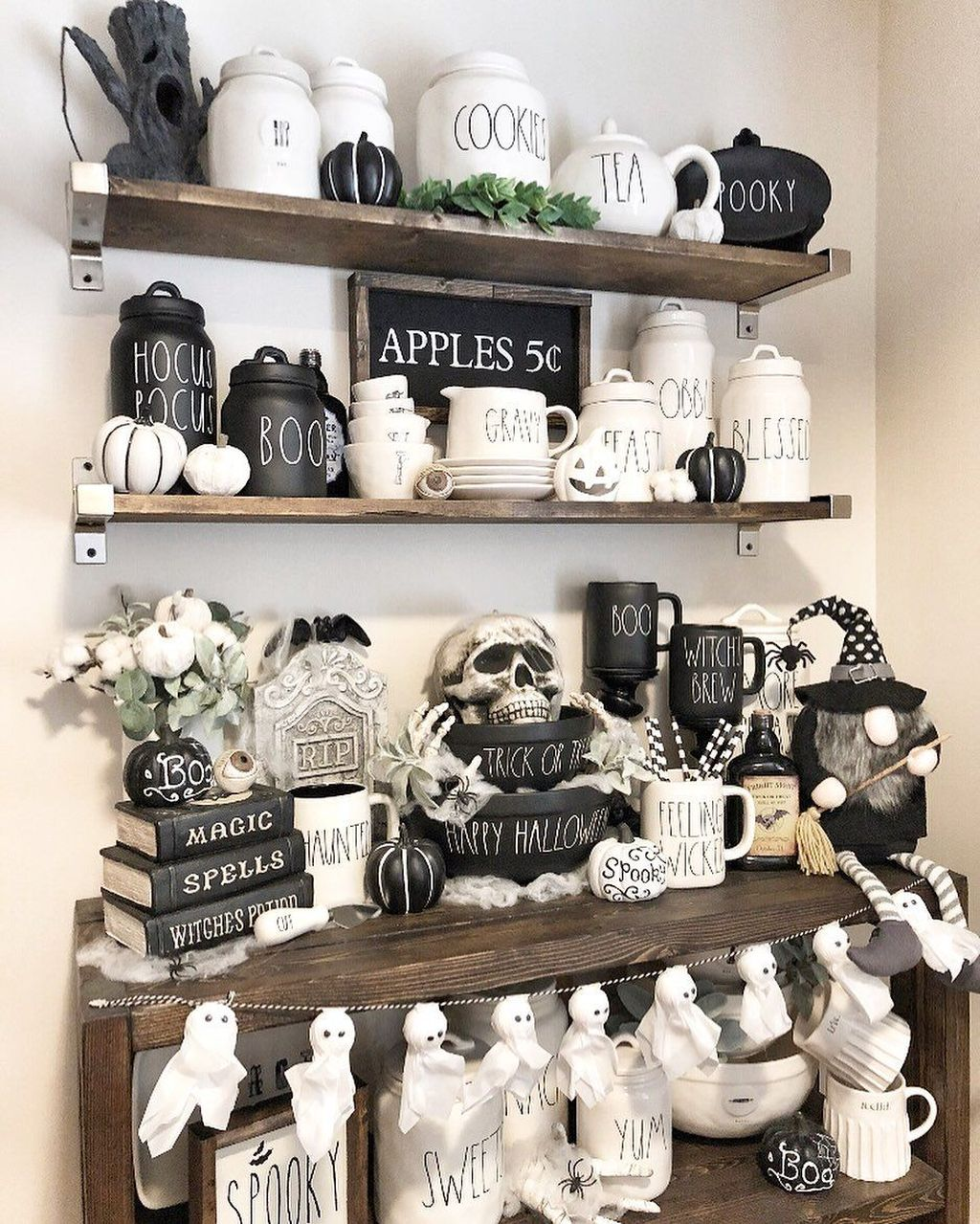 Stunning Black And White Halloween Decor Ideas For Your Home 07