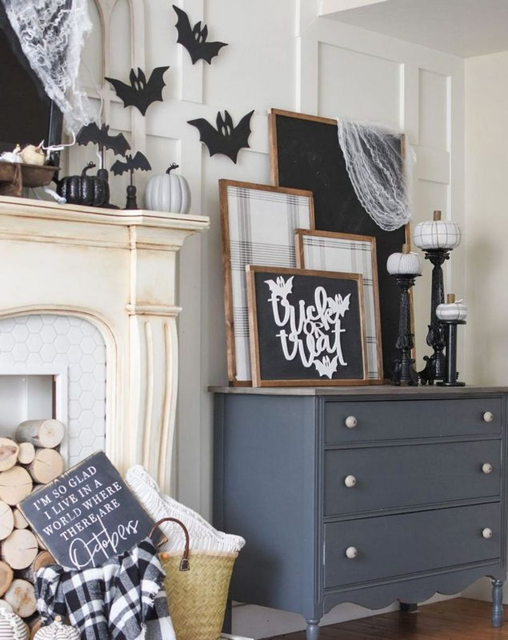 Stunning Black And White Halloween Decor Ideas For Your Home 13