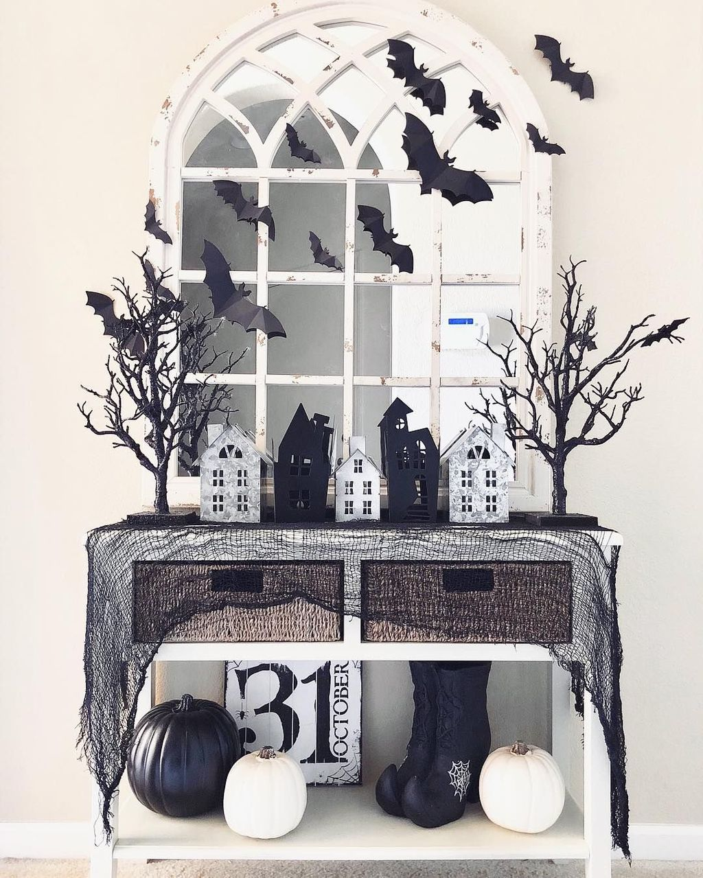 Stunning Black And White Halloween Decor Ideas For Your Home 14