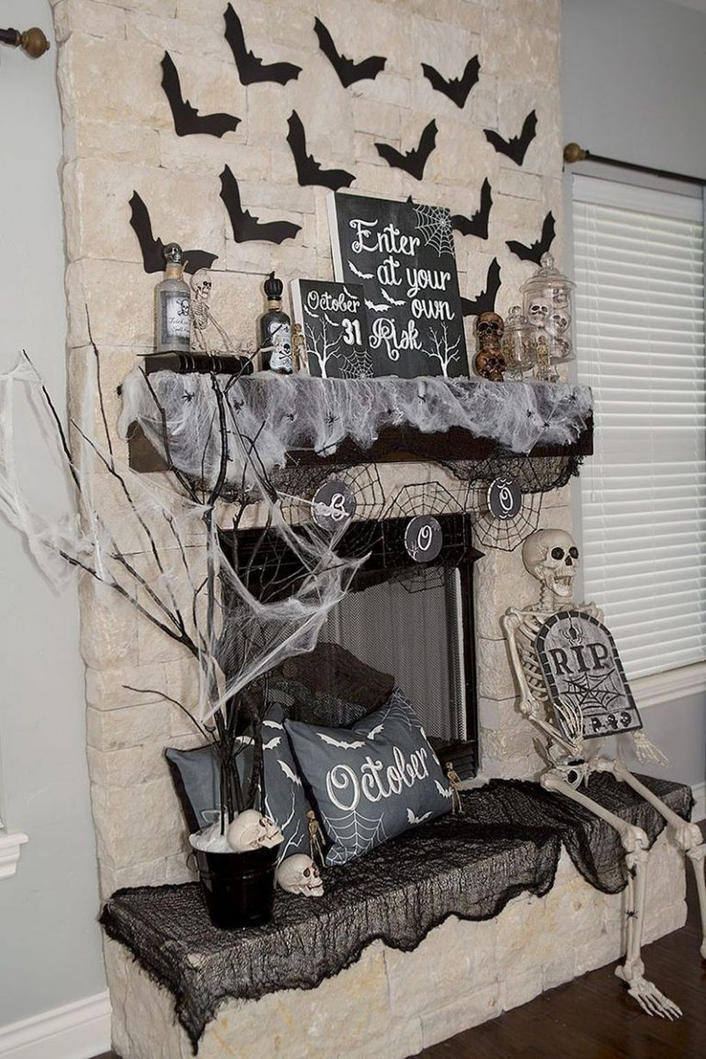 Stunning Black And White Halloween Decor Ideas For Your Home 22