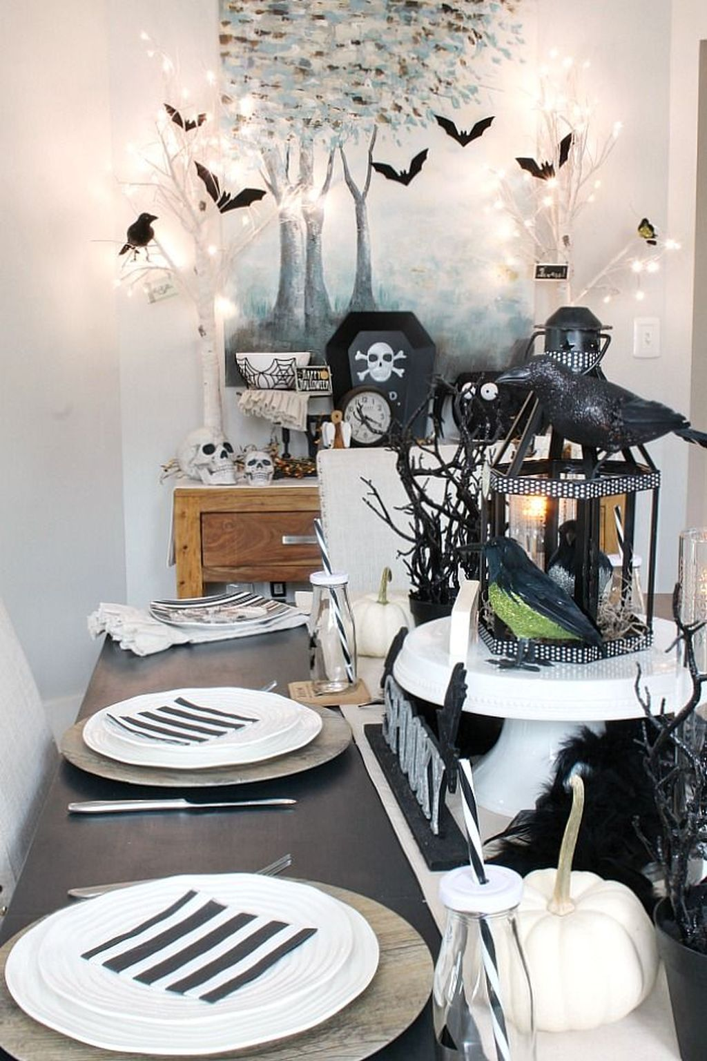 Stunning Black And White Halloween Decor Ideas For Your Home 29