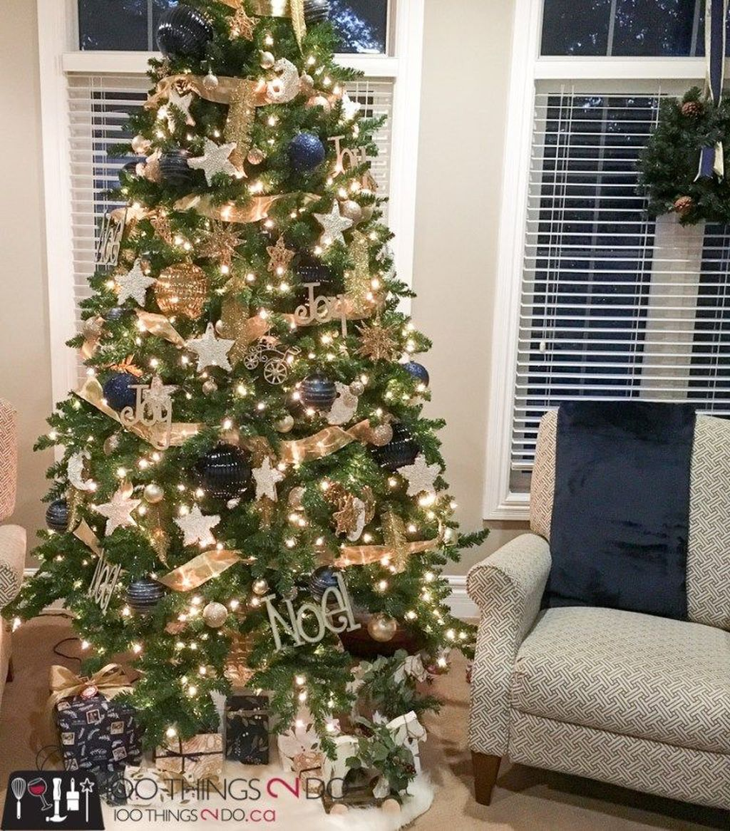 Amazing Winter Christmas Tree Design And Decor Ideas 07