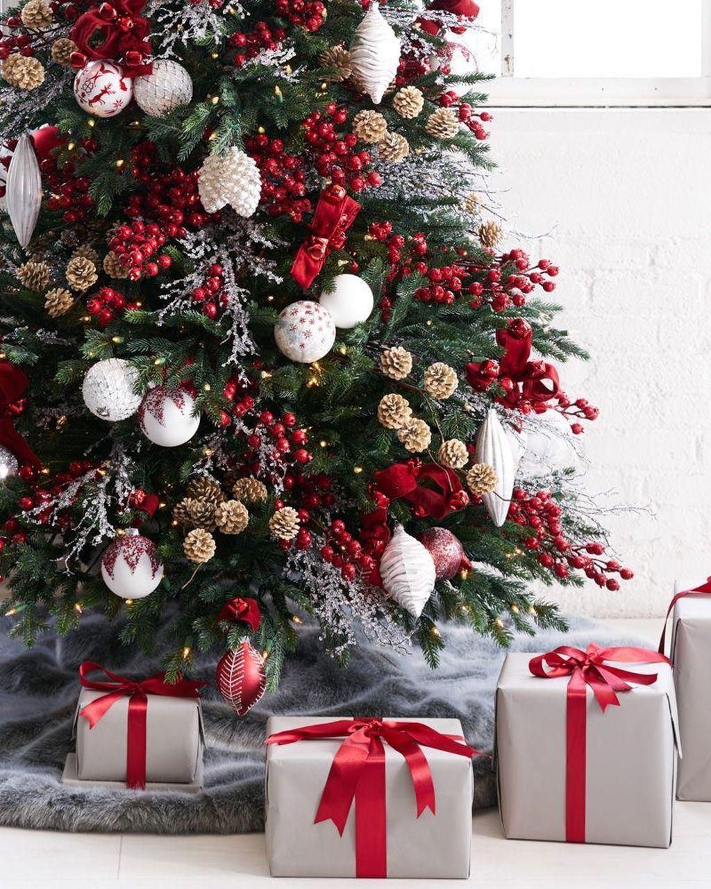Amazing Winter Christmas Tree Design And Decor Ideas 10