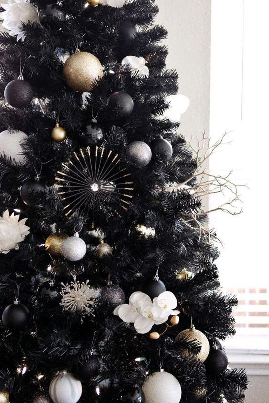 Amazing Winter Christmas Tree Design And Decor Ideas 11