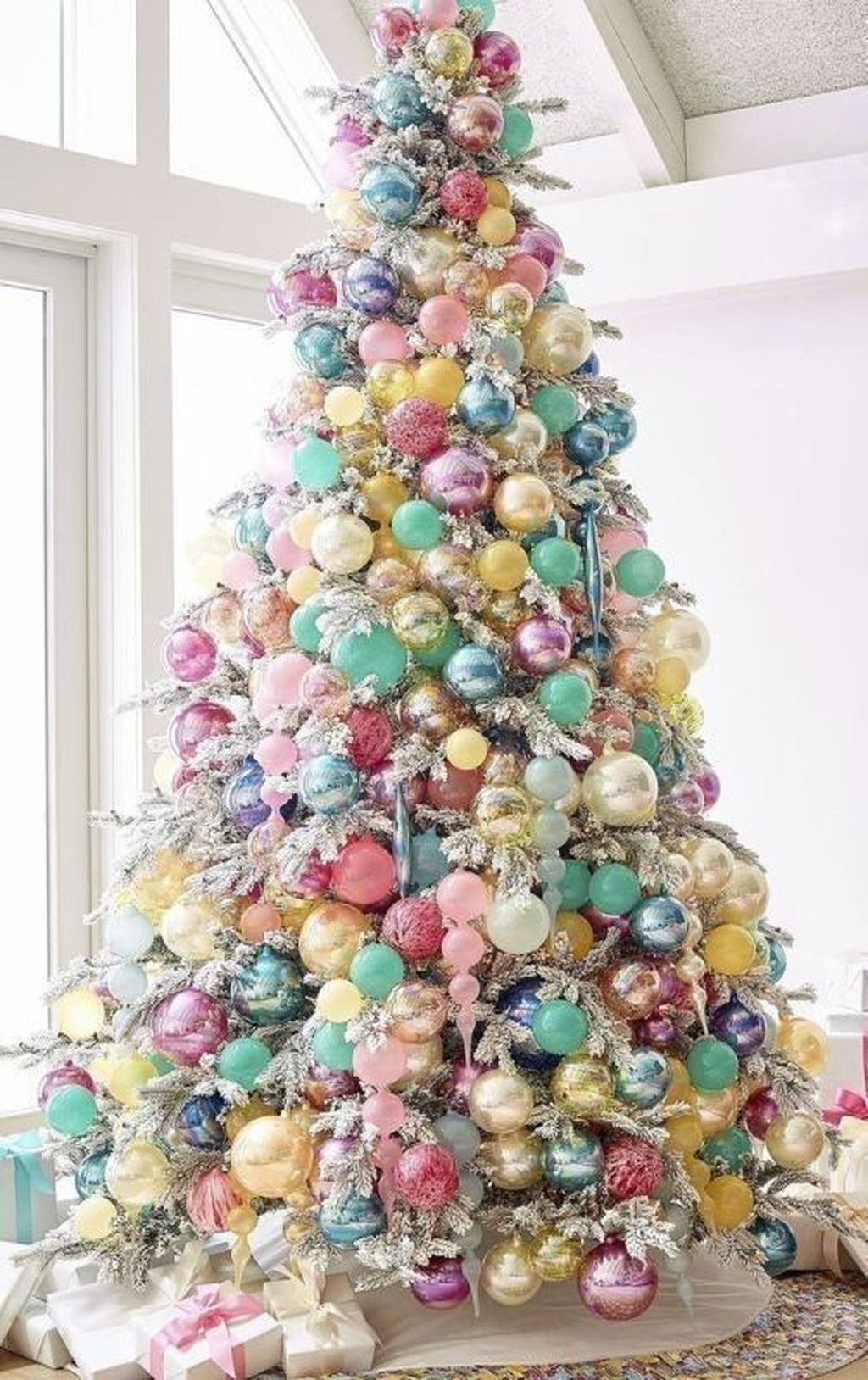 Amazing Winter Christmas Tree Design And Decor Ideas 12