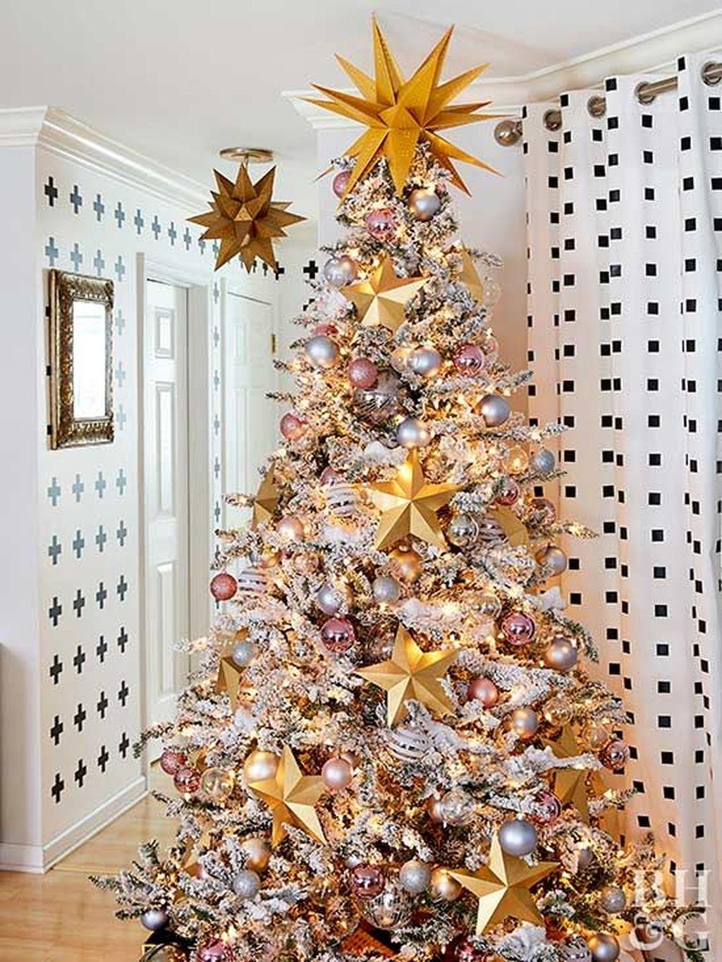 Amazing Winter Christmas Tree Design And Decor Ideas 17