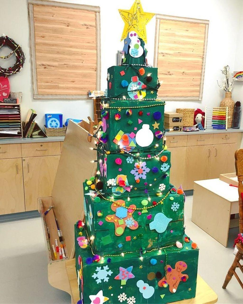 Amazing Winter Christmas Tree Design And Decor Ideas 28