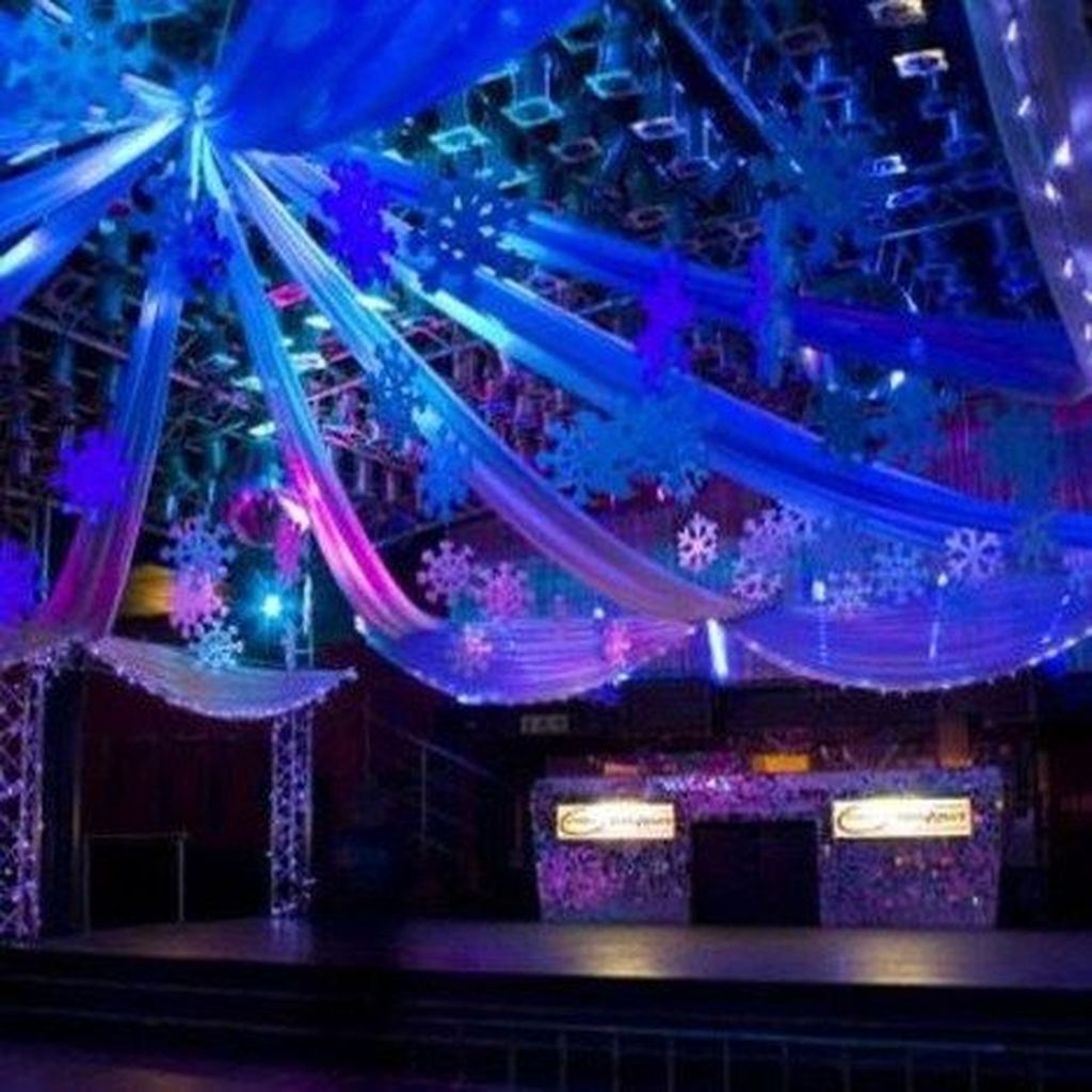 Awesome Winter Wonderland Party Decorations Ideas 05