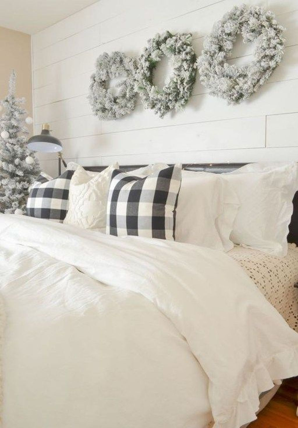 Gorgeous Master Bedroom Decor Ideas For Wintertime 12