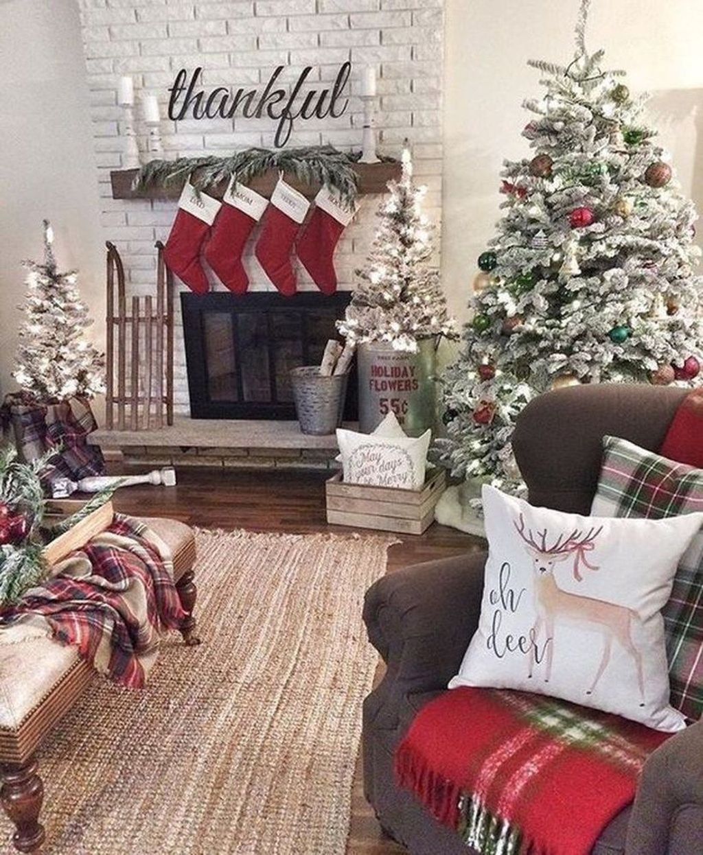 Lovely Christmas Living Room Decor Ideas 04
