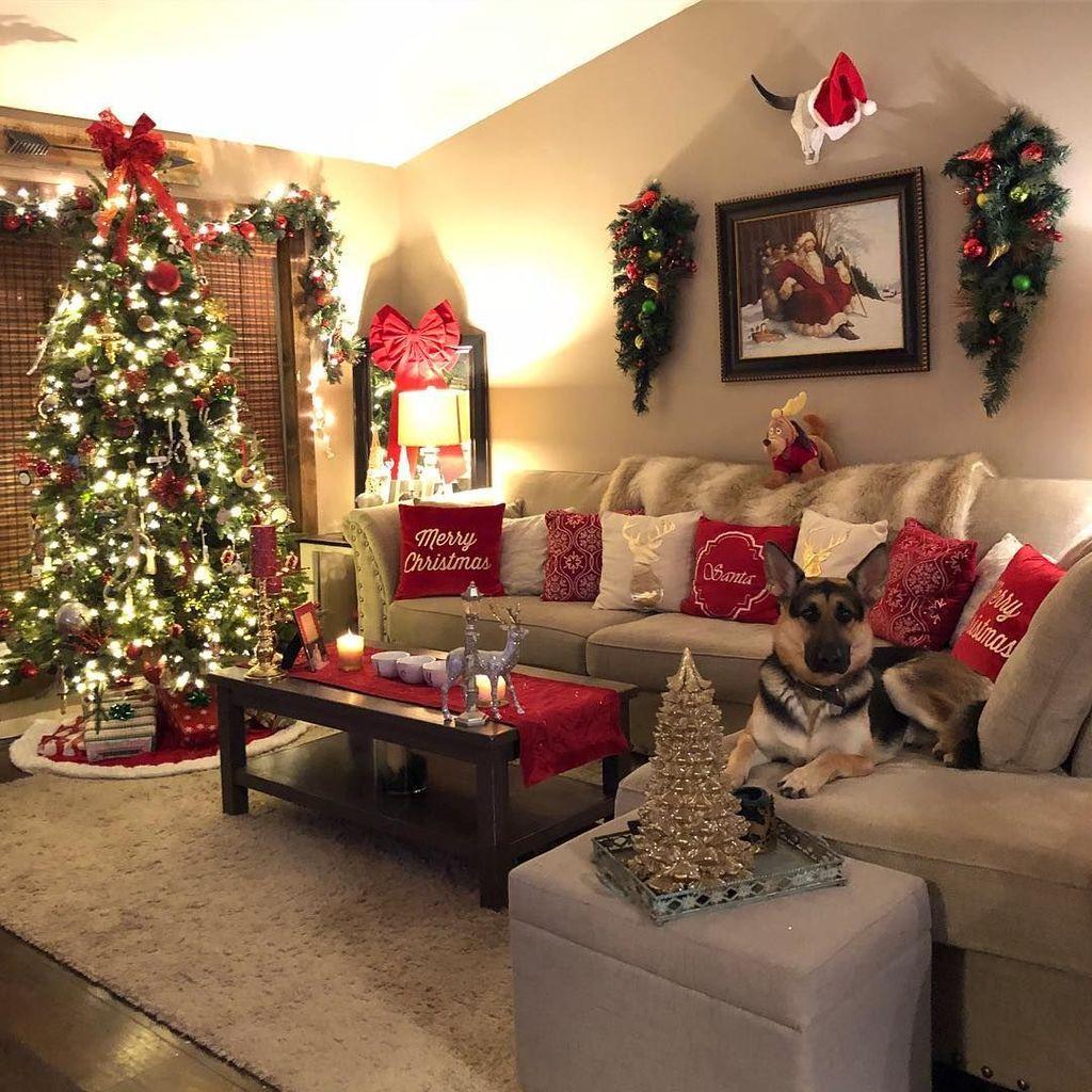 Lovely Christmas Living Room Decor Ideas 14