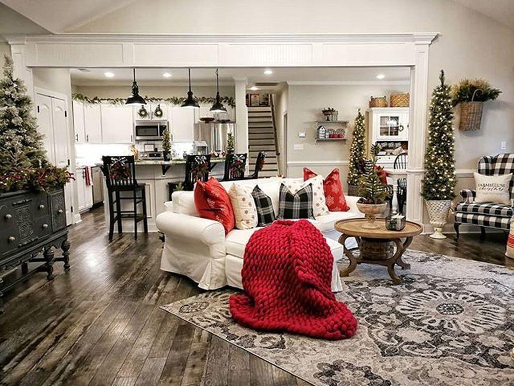 Lovely Christmas Living Room Decor Ideas 15